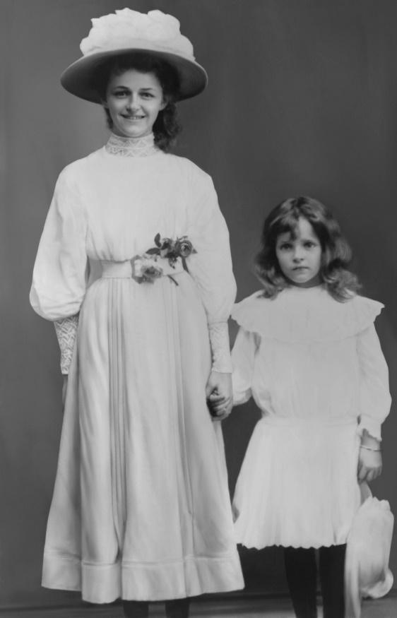 Constance Penelope and Maud Wilhelmina Ambler, Suva c.1906